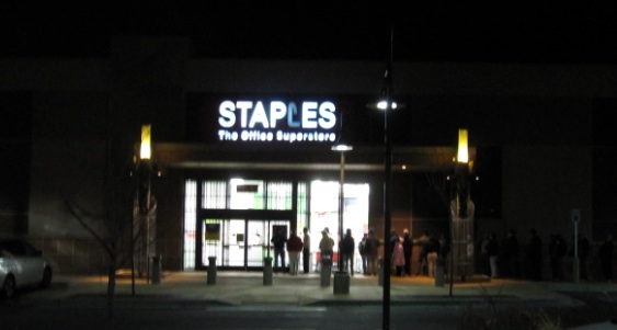 Black Friday Staples の行列