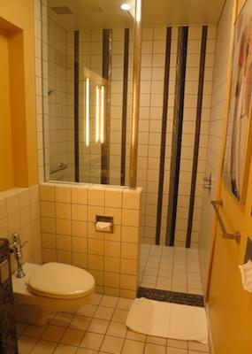 成田空港のユナイテッド航空のラウンジ シャワー室