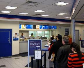 アメリカの郵便局の長い列