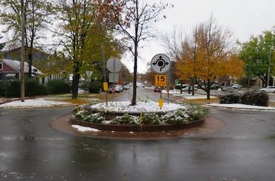 アメリカの交通標識 サークル
