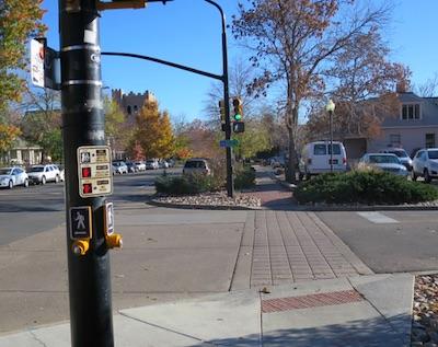 アメリカの交通標識 横断歩道