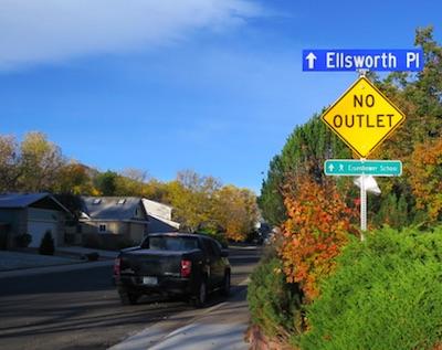 アメリカの交通標識 No Outlet 行き止まり