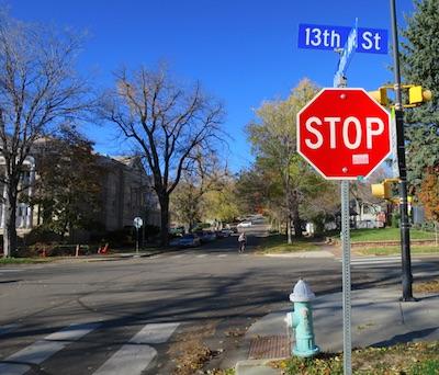 アメリカの交通標識 STOP 止まれ