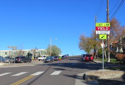 アメリカの交通標識 Yield 譲れ