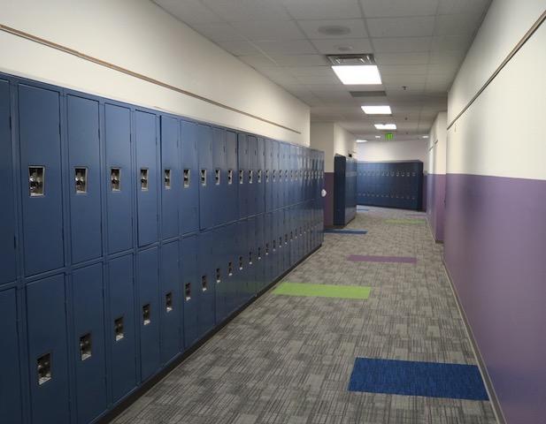 アメリカの中学校 ロッカー