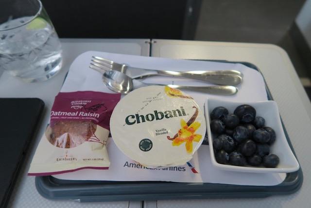 アメリカン航空の国内線ファーストクラス 軽食
