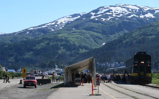 Whittier に到着したアラスカ鉄道の汽車