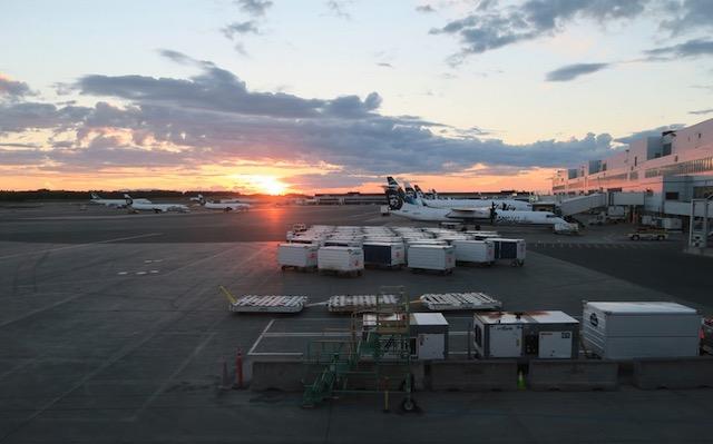 Anchorage Airport アンカレッジ空港 夏は白夜に近く夜も明るい